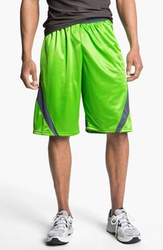 Under Armour 'EZ Mon-Knee' Basketball Shorts for $35 / Wantering