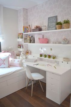 Teen girl bedrooms, check this arrangement for a really easy teen girl room makeover, make-over number 3465926033 Bedroom Layouts, Room Ideas Bedroom, Small Room Bedroom, Diy Bedroom Decor, Home Decor, Tiny Girls Bedroom, Layout For Small Bedroom, Girls Bedroom Ideas Ikea, Small Teen Room
