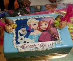 Tercer cumpleaños de mi sobrina con su tarta de Frozen.