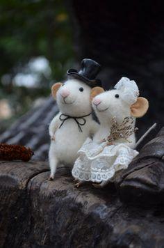Bride and Groom Mice - Needle Felted Ornament - Felting Dreams by Johana Molina