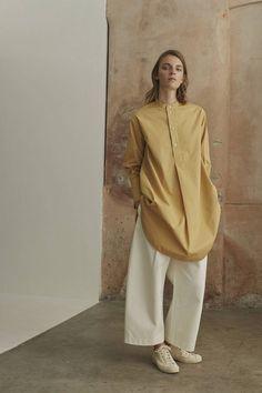 Studio Nicholson London Spring/Summer 2017 Ready-To-Wear Mature Fashion, Slow Fashion, Modest Fashion, Girl Fashion, Fashion Outfits, Cute Outfits With Jeans, Trendy Outfits, Studio Nicholson, Fashion Images