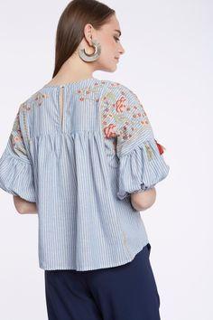 Blusa denim con bordados y manga abullonada. SS18 Meisïe