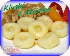 Bajecznie proste kluchy zrobione z 2 składników - ugotowanych ziemniaków i mąki ziemniaczanej😊 ...tanie …smaczne …sycące😉 Świetne ze smażoną cebulką, skwareczkami, sosami lub duszonymi warzywami. Smacznego!🙂 #przepisy #jedzenie #ziemniaczanyobiad #obiad #ziemniaki #kluski #kluskiziemniaczane #szybkiekluski Dumplings, Fruit Salad, Pancakes, Cereal, Pierogi, Breakfast, Food, Cooking, Morning Coffee