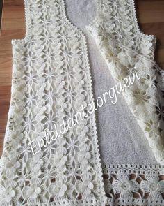Krem rengi motifli yelekte İstanbula gitmek üzere kargoya verildi ve sıradaki siparişe başlandı🌼 #motifler #motifli #motifliyelek… Crochet Stitches Patterns, Stitch Patterns, Crochet Bebe, Crochet Granny, Crochet Top, 4 Strand Braids, Crochet Blouse, Crochet Dresses, Lace Tops