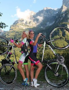 Smily Sexy Cycling Girl Nathalie & Kristin