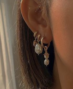 Ear Jewelry, Dainty Jewelry, Cute Jewelry, Gold Jewelry, Jewelry Accessories, Trendy Jewelry, Pretty Ear Piercings, Accesorios Casual, Bling