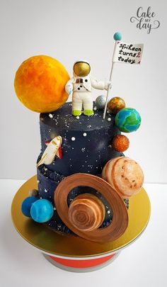 moon cake Solar System Cake made by Cake My Day Bristol Space Party, Space Theme, 2nd Birthday Party Themes, Birthday Cake, Birthday Cookies, Baby Birthday, Birthday Ideas, Bolo Do Sistema Solar, Solar System Cake