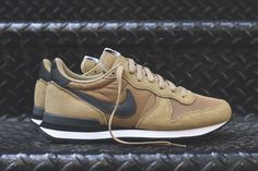 The ever present Nike Internationalist returns in a rather fall-aesthetic thanks to a combination of autumn tones like Hay and Dark Grey. The classic 1987 running silhouette has been a staple in the Swoosh's lifestyle department, as here we see the classic … Continue reading →