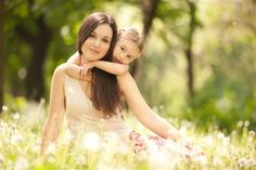 Psychology infographic and charts The Psychology Behind What (And Who) We Find Attractive. Infographic Description The Psychology Behind What (And Who) Mommy Makeover, Baby Body, Mother And Child, New Parents, Happy Mothers, Happy Kids, Children Photography, Psychology, Flower Girl Dresses