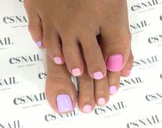 pink gradient toe nail design