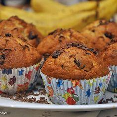 Cornuri moi si pufoase | Retete culinare cu Laura Sava - Cele mai bune retete pentru intreaga familie Just Desserts, Cheesecake, Muffin, Breakfast, Kitchens, Food, Feet Nails, Canning, Morning Coffee