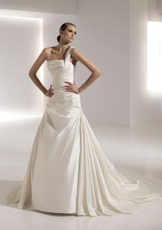 Grecia by Pronovias. One strap, dropped waist, a-line gown.