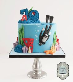 When you hear seafood, you don't immediately think: cake. Check out these amazing Under The Sea themed cakes and learn how to carve a fish cake! Ocean Cakes, Beach Cakes, Fancy Cakes, Cute Cakes, Fete Julie, Beautiful Cakes, Amazing Cakes, Fondant Cakes, Cupcake Cakes
