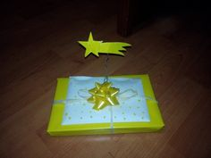 Christmas yellow wrapping idea