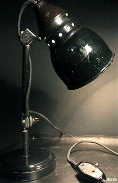 Petite lampe de bureau BAUHAUS vers 1930, origine Allemagne, nombreuses articulations