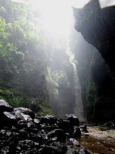 El Salvador - Cascada La Golondrinera en Nahuizalco.