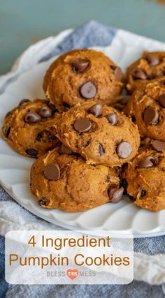 Mix Pumpkin Chocolate Chip Cookies Quick and easy pumpkin chocolate chips cookies made with only 4 ingredients including a cake mix.Quick and easy pumpkin chocolate chips cookies made with only 4 ingredients including a cake mix. Köstliche Desserts, Delicious Desserts, Dessert Recipes, Recipes Dinner, Thanksgiving Desserts Easy, Chip Cookie Recipe, Cookie Recipes, Pumpkin Cookie Recipe, Dog Recipes