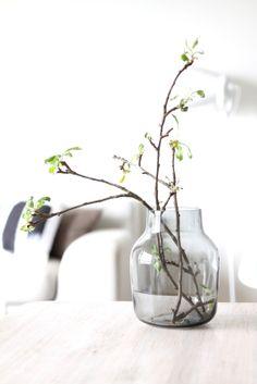 muotoseikka\ Hiljaista kauneutta / Muuto Silent vase Glass Ceramic, Glass Vase, Nordic Home, Glass Material, Tray Decor, Decor Interior Design, Interior Inspiration, Planting Flowers, Beautiful