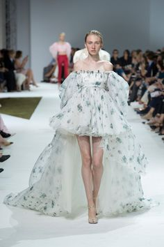 Giambattista Valli  #VogueRussia #couture #fallwinter2016 #GiambattistaValli #VogueCollections