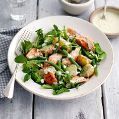 Hot-smoked salmon and new potato salad This easy recipe takes the stress out of dinners. Quick to make, it's tasty, healthy FULL RECIPE HE. Easy Green Salad Recipes, Summer Salad Recipes, Salmon Recipes, Summer Salads, Summer Food, Fish Recipes, Slimming World Salads, Slimming World Recipes, New Potato Salads