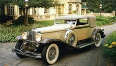 Who could forget Jay Gatsby's bright yellow Duesenberg, as it breezed towards New York with Leonardo Dicaprio at the wheel and Tobey Maguire in the passenger seat. Description from motors.com.mm. I searched for this on bing.com/images