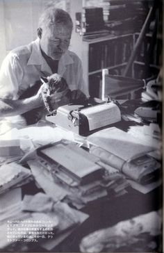 Hemingway & Portable the corona of the Hemingway imitation (typewriter) Habitual use product work ヘミングウェイの愛用品/仕事篇 〜ヘミングウェイごっこのコロナ・ポータブル(タイプライター)〜 Latest Generation, The Man, Writers, Fiction, Author, Adventure, Life, Image, Authors