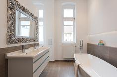 Wohnungsumbau Berlin by fl!nk.architekten | badezimmer | bath room | fliesen | sanitär | innenraum | doppelwaschtisch | spiegel | grau | weiß | berliner altbau