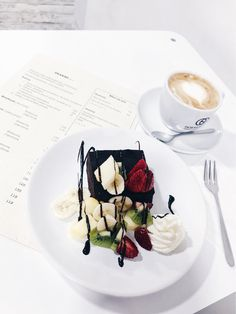 Brownie /w fruits and cream