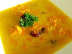Očištěnou a nastrouhnou mrkev si osmažíme na másle, přidáme omyté rozinky, curry a zalijeme vodou se zeleninovým vývarem a vaříme dokud není... Thai Red Curry, Ethnic Recipes, Food, Essen, Meals, Yemek, Eten