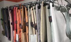 Die Fast Fashion Industrie ist eine der umweltschädlichsten Industrien überhaupt. Wir können Textilmüll durch Upcycling verhindern. #energieleben #wienenergie #zerowaste #textilmüll #fastfashion Zero Waste, Wardrobe Rack, Repurpose, Life