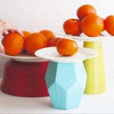 This DIY cake stand is too sweet! Make this cake stand centerpiece with Rust-Ole. This DIY cake stand is too sweet! Make this cake stand centerpiece with Rust-Oleum spray paints and items from your hous. Diy Videos, Dollar Store Centerpiece, Diy Wedding Video, Wedding Ideas, Wedding Inspiration, Decor Wedding, Wedding Receptions, Wedding Cake Stands, Wedding Cakes