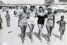 1950%27s+bathing+beauties+on+Chicken+Bone+beach.+Mrs.+Edith+Green+%28l.%29+%21%21%21%21.jpg (1546×1046)