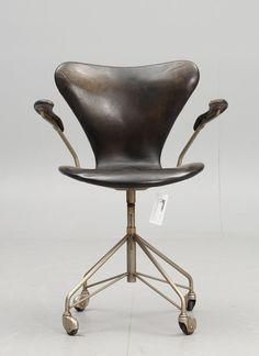 Furniture Classic: Arne Jacobsen - Sjuan Swivel Chair by Fritz Hansen (1950)