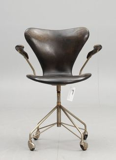 eccentrickollector vintage series 7 desk chair arne jacobsen design for fritz hansen classic body shape with inset arms and leather trim arne jacobsen office chair