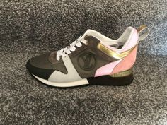 The best collection of LUIS VUITTON shoes to wear in all kinds of events. Modern designs for men, women and children. Luis Vuitton Shoes, Zapatos Louis Vuitton, Modern Design, Children, Sneakers, How To Wear, Collection, Women, Fashion