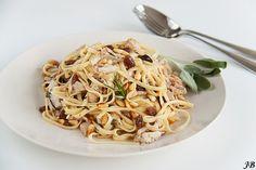 Carolines blog: Tagliatelle met kip, rozijnen en pijnboompitten (Tagliatelle frisinsal )