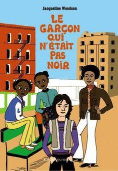 """""""Le garçon qui n'était pas noir"""" de Jacqueline Woodson. Un tableau sensible de  la vie afro-américaine, qui abordent les thèmes de l'identité noire, la musique, les moeurs et les coutumes, l'importance de la religion, la pauvreté, les difficultés sociales… au sein d'une communauté noire dans les années 70."""