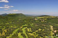 Golf des Volcans, Puy-de-Dôme, Auvergne-Rhône-Alpes, France. Vidéo aérienne sur FlyOverGreen / Aerial video on FlyOverGreen