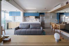 Com decoração moderna e muita cor, este microapartamento em São Paulo reúne dicas inteligentes para aproveitar bem um espaço pequeno