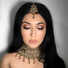 The most beautiful makeup surface begins with the cleanest skin. The primary step to tidy, clear skin is completely removing makeup with the best products. Pakistani Bridal Makeup, Indian Wedding Makeup, Wedding Day Makeup, Indian Party Makeup, Indian Makeup Looks, Wedding Makeup Looks, Indian Makeup Natural, Pakistani Makeup Looks, Indian Girl Makeup