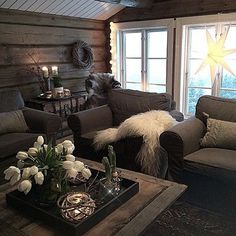 Gleder meg veldig til jul og adventstid nå når dagene blir kortere og mørkere...En liten repost fra første advent på hytta i fjor... Chalet Interior, Interior Design Living Room, Cozy Cabin, Cozy House, Cabin Homes, Log Homes, Cabin Interiors, Home Staging, Hygge