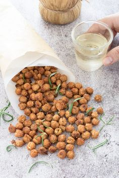 Baked crispy chickpeas with paprika and rosemary - Finger food Kitchen Recipes, Dog Food Recipes, Vegetarian Recipes, Cooking Recipes, Healthy Recipes, Slow Food, A Food, Food And Drink, Tapas Dishes