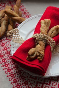 Bastoncini-grissini saporiti con noci pancetta e cipolla
