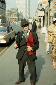 Bob Mazzer's Street Photography >>> Before Humans of New York, there was Bob Mazzer in London.