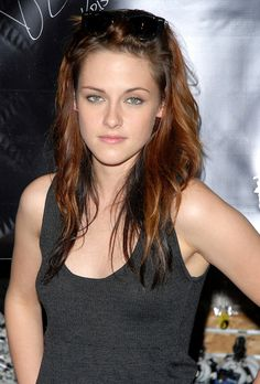 Kristen Stewart at a Hot Topic store promotion in New Jersey - November 2008