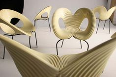 Google 画像検索結果: http://furniture.architecture.sk/uploaded_images/Ripple-chair-2-748690.jpg