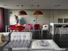 老屋改造成混搭感的現代摩登宅,加強中島吧檯比例,讓餐廚區躍升公領域的核心基地。