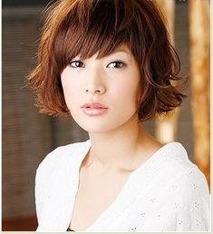 Cute Shoulder Length Bob Hairstyle with Wavy Haircut for Women (Front)