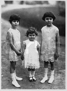 1925: The young Egyptian princesses Faiza, Faika, and Fawzia (later Queen of Iran)