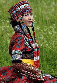 La robe longue et ample, appelée « Menggupao » - Mongolie
